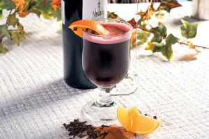 Глинтвейн и бутылка вина
