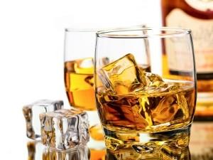 Два бокала виски
