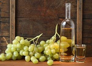 Самогон и виноград