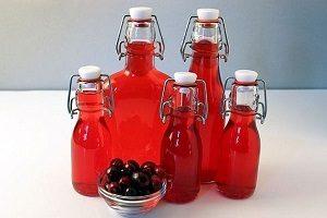 Бутылки клюквенной настойки