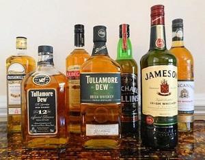 Бутылки с виски