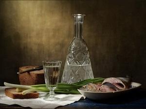 Бутылка самогона и закуска